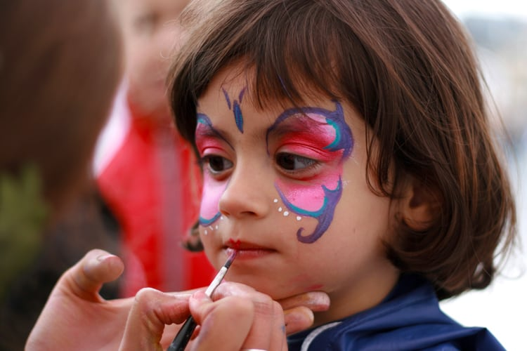 little girl getting her face painted in los angeles